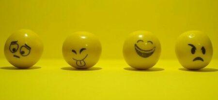 Yellow balls with various attitudes